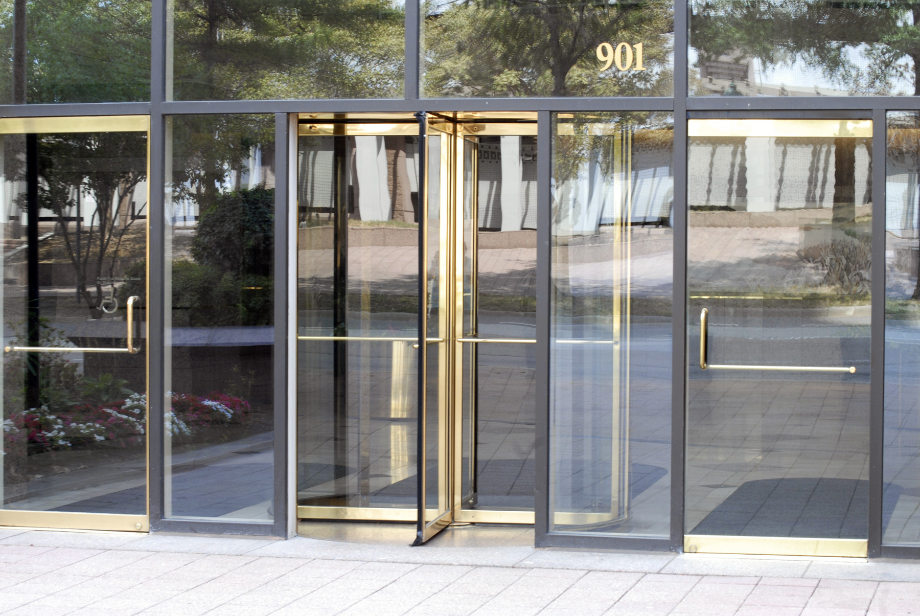 revolving door richmond va riverfront plaza